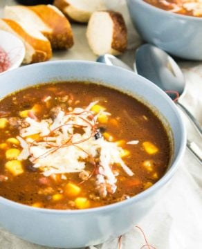 Beer Chili con Carne is my husband's favorite dish to make when his friends come over! A hearty meal made with beer that is sure to be a crowd-pleaser.