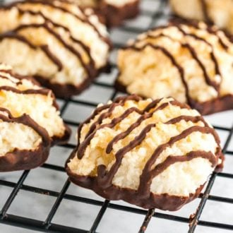 Coconut Macaroons are called Kokosmakronen in Germany. This easy coconut recipe is perfect for the holidays!