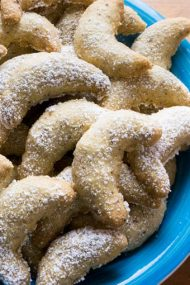 Vanillekipferl (German Vanilla Crescent Cookies) are traditional German Christmas Cookies made with ground hazelnuts or almonds! They are crispy and buttery and become even better after a few days.