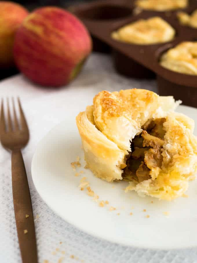 Mini Apple Pies with Dulce de Leche - you only need 4 ingredients to ...