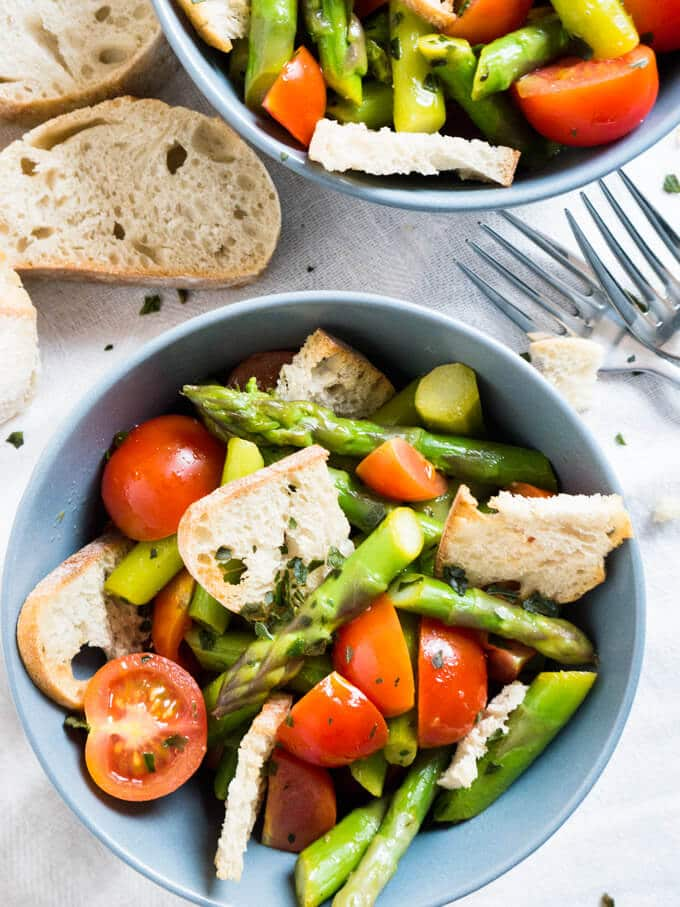 This warm Asparagus Garlic Bread Salad is made with sweet cherry tomatoes, crispy homemade ciabatta bread chips, and green asparagus! A perfect recipe for spring.