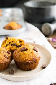Chai-spiced Pumpkin Chocolate Chip Muffins - these moist muffins are made with pumpkin puree, chocolate chips, and warming chai spices. You only need one bowl to make these super easy fall breakfast treats!