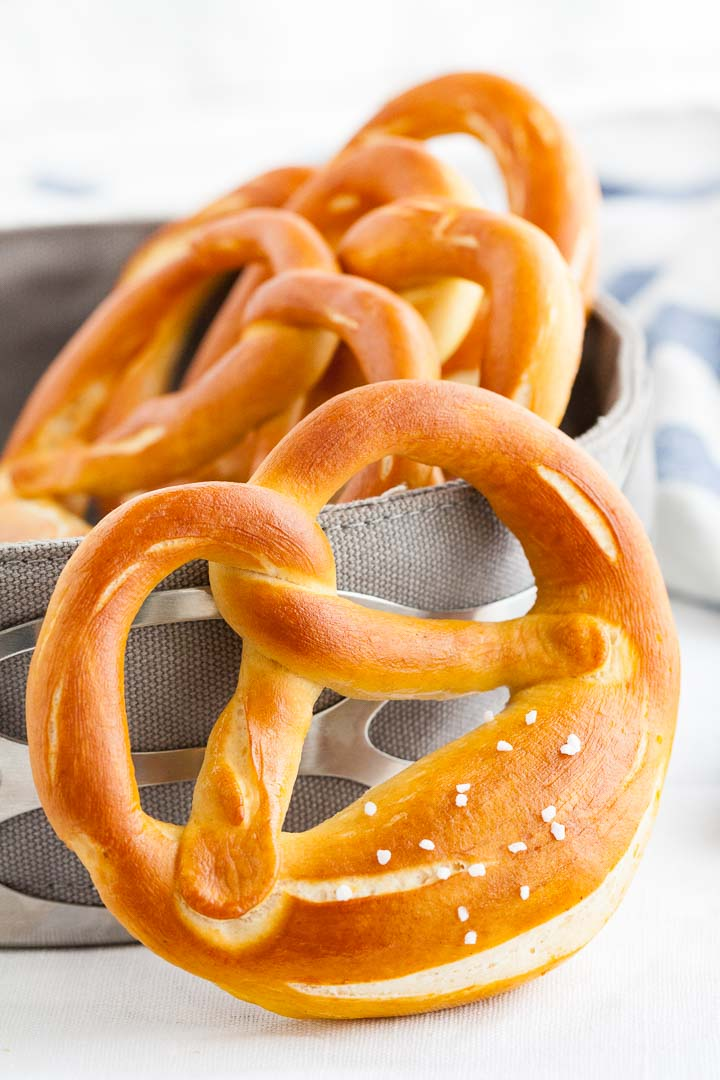 bavarian pretzels authentic german pretzel recipe