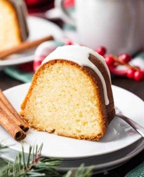 Eggnog Cake with Eggnog Glaze