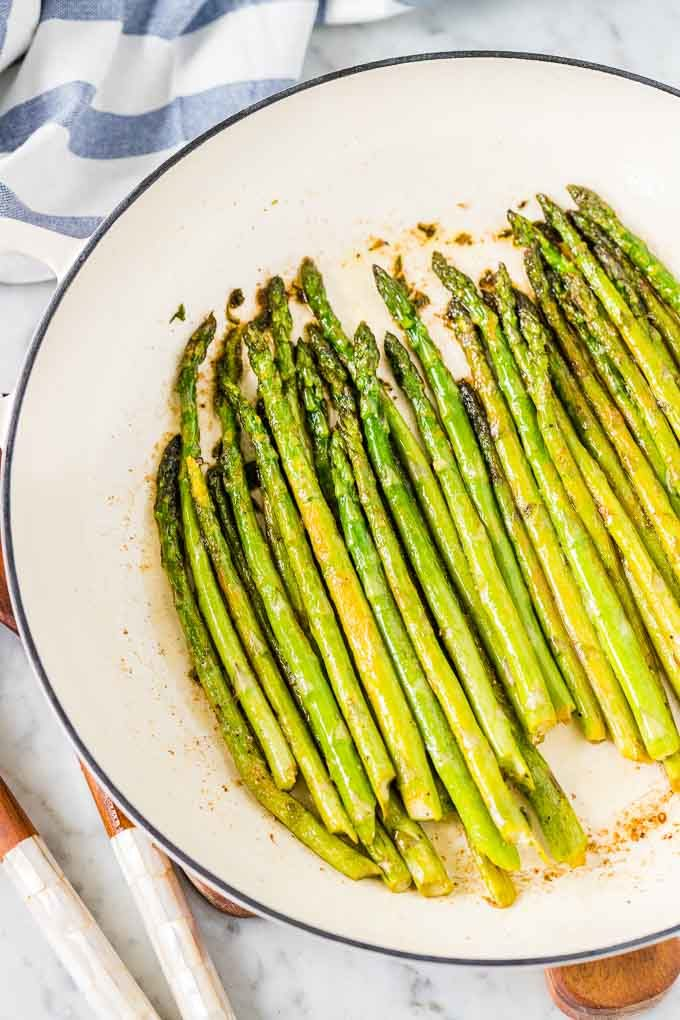 Asparagus roasted in Pan